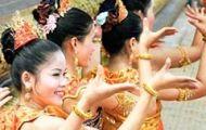 Với Người Con Gái Khmer